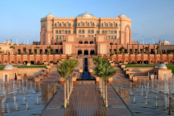 http://www.familyindubai.com/files/Emirates_Palace.jpg